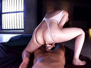 Yui Tatsumi milks cum huge schlong of her paramour