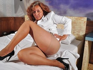 scrutinize at this damsel mellow strumpet touching her billibongs and body