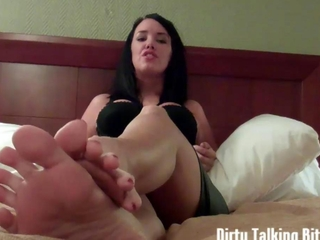Their tuneful feet make dudes fall down to their knees